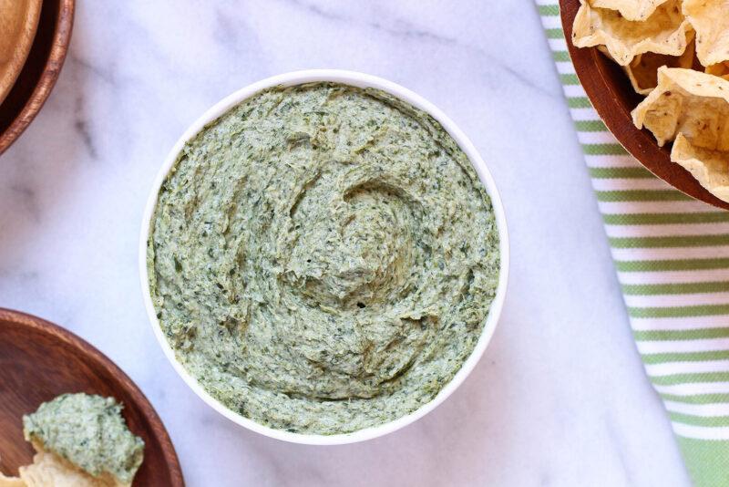 gezonde borrelhapjes - gezonde snacks - gezonde tussendoortjes - gezonde hapjes - makkelijke borrelhappen - granola - dip recepten - artisjok spinazie dip - vegan dip - veganistische dip - artisjok dip - spinazie dip