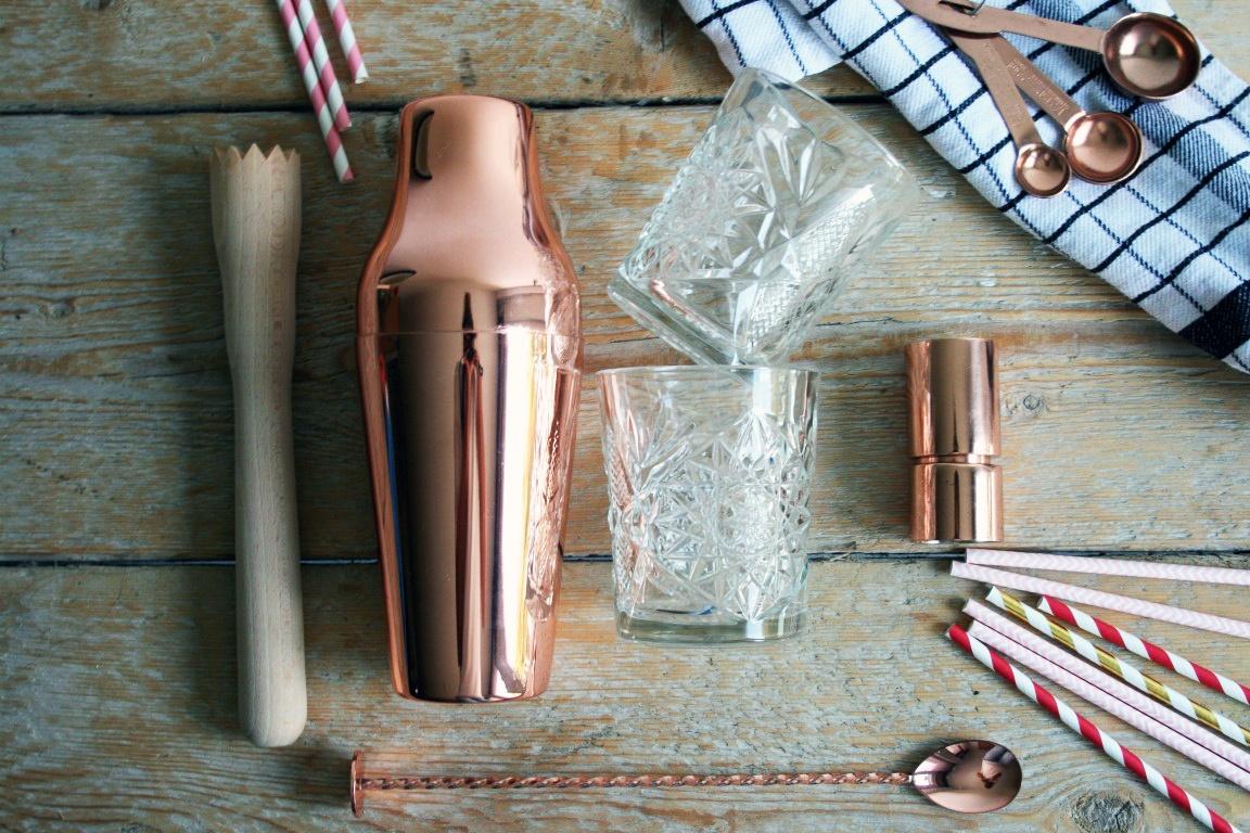 Cocktail tools die je in huis moet hebben om de perfecte cocktail te maken voor je gasten. Wij hebben de lijst met welke cocktail tools je in huis moet hebben