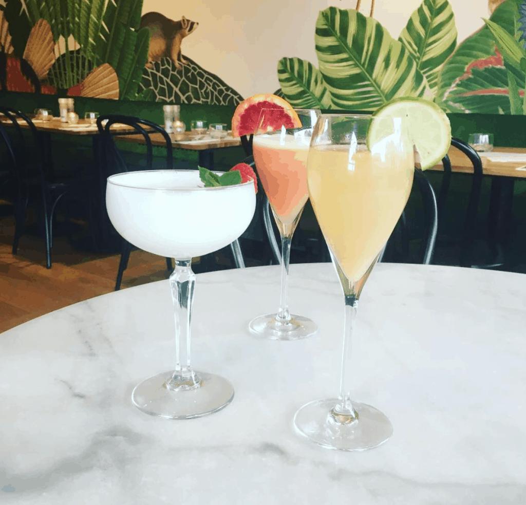 5 X de leukste plekjes om een drankje doen Den Haag. Den Haag is een stad die de laatste jaren enorm is veranderd. Er zijn super leuke restaurants en kroegen bijgekomen. Wij maakte een lijst met de 5 X de leukste plekjes om een drankje te doen in Den Haag.