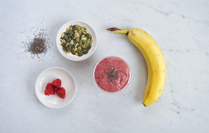 Breng je smoothies naar het volgende niveau met deze drie heerlijke en gezondheidsbevorderende recepten.Deze voedselcombinaties samengesteld door Laura van de Vorst van Health coach FX, helpen je bloedsuikerspiegel reguleren vanwege hun plantaardig eiwitrijke ingrediënten, gezonde vetten, antioxidanten, vitamines en vezels.