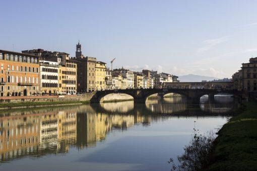 Wandelroute door Florence. Florence is groot, dus hoe kom je nou het best van A naar B? Vind hier mijn wandelroute door Florence, Italië. Wat een te gekke stad! Deze wandeling brengt je langs toffe eetspots, vintage winkeltjes en culturele elementen. Klik op de google maps route en heb een super dag in deze mooie stad.
