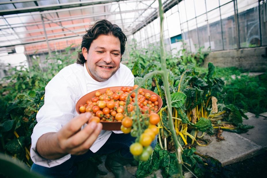 Zijn bevlogenheid en visie op eten, dat groente in de hoofdrol plaatst, is ontzettend inspirerend. Pratend met groentechef Jonathan Karpathios – we mogen hem Jon noemen - werd ik meegesleept in zijn enthousiasme en liefde voor natuurlijke producten.wie is hij, wat doet hij en wat is zijn drijfveer?