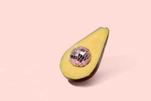 Het leven van een avocado-lover gaat niet altijd over rozen. Dit gaat alleen wel gepaard met struggles. Je avocado is bijvoorbeeld knoeihard of vies bruin. In dit artikel help ik jullie de jullie haat-liefde relatie. Deze tips en feiten over avocado wil je weten, geloof me! Avocado tips, avocado trick, avocado gerechten