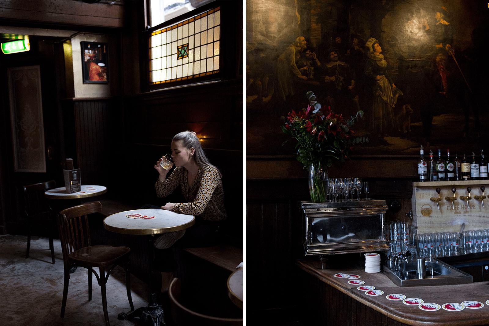 Weet je wat nou écht leuk is in het weekend? Een ouderwetse kroegentocht langs 8 oude kroegen in Amsterdam. Met wie je ook bent, dit is een topuitje! Binnen 60 minuten loop je langs het kloppende kroegenhart van Amsterdam. Althans, als dat nog lukt na al die jenevers & pilsjes.. Kroegen Amsterdam, bier in Amsterdam, bruine kroegen, Amsterdam, kroegentocht, cafe Hoppe Amsterdam, jenever, stokoude kroegen,