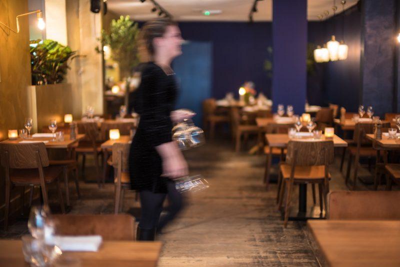 Aan de rand van de Jordaan in Amsterdam West zit een 5-delige horecazaak waar je de hele dag kunt vertoeven. Razmataz is alles voor iedereen; een veelzijdige ruimte met restaurant, een intieme private-dining ruimte, een koffiehuis en een café/bar. Deze week op jullie culinaire bucketlist: Restaurant Razmataz. Nieuw jasje. hotspot Amsterdam. Girls Who Magazine. Girls Who Eat. Girls Who Drink.. Dinner Amsterdam. Foodspot Amsterdam. Razmataz Amsterdam. Fine dining Amsterdam.