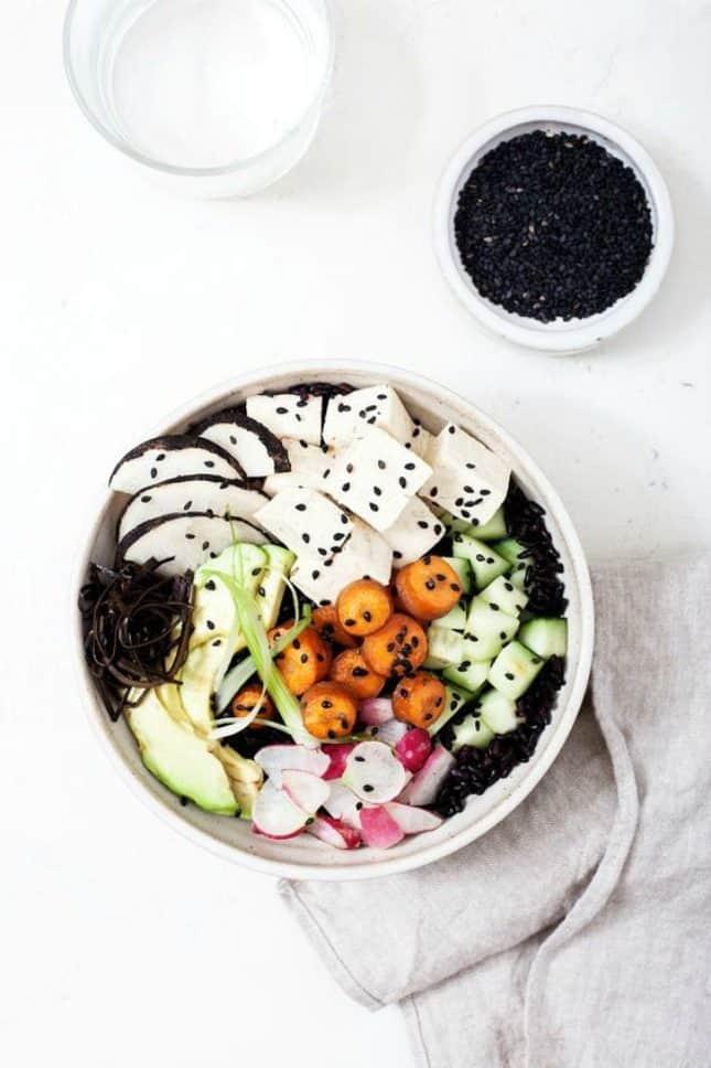 vegetarische bowl met tofu