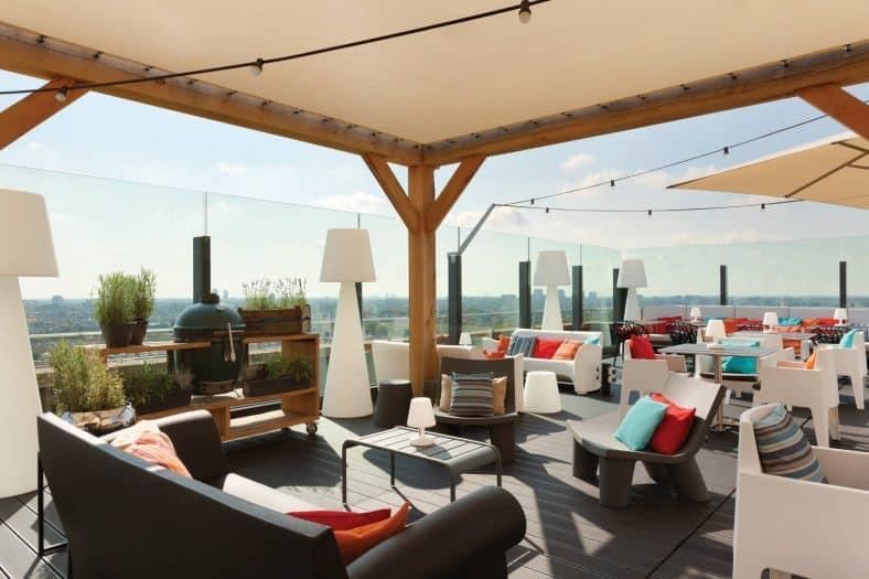 Terrassen Amsterdam West. Dineren op het terras, waar kan dat? De zon schijnt weer volop! Waar in Amsterdam West moet je zijn voor een heerlijk diner op het terras? Dit zijn de leukste terrassen van Amsterdam, waar je buiten kunt eten!