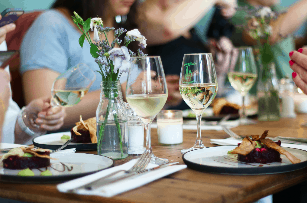 cadeau voor valentijnsdag - wijnproeverij thuis organiseren