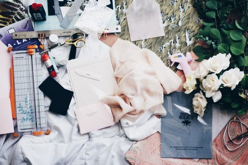 Veel mensen realiseren zich niet dat mode niet alleen gaat om de kleding zelf, maar veel meer een kunstvorm is. Collecties zijn altijd ergens op geïnspireerd en vertellen een verhaal. Hierbij 5 collecties met het thema: Fashion as art. Mode als kunst. Fashion art.