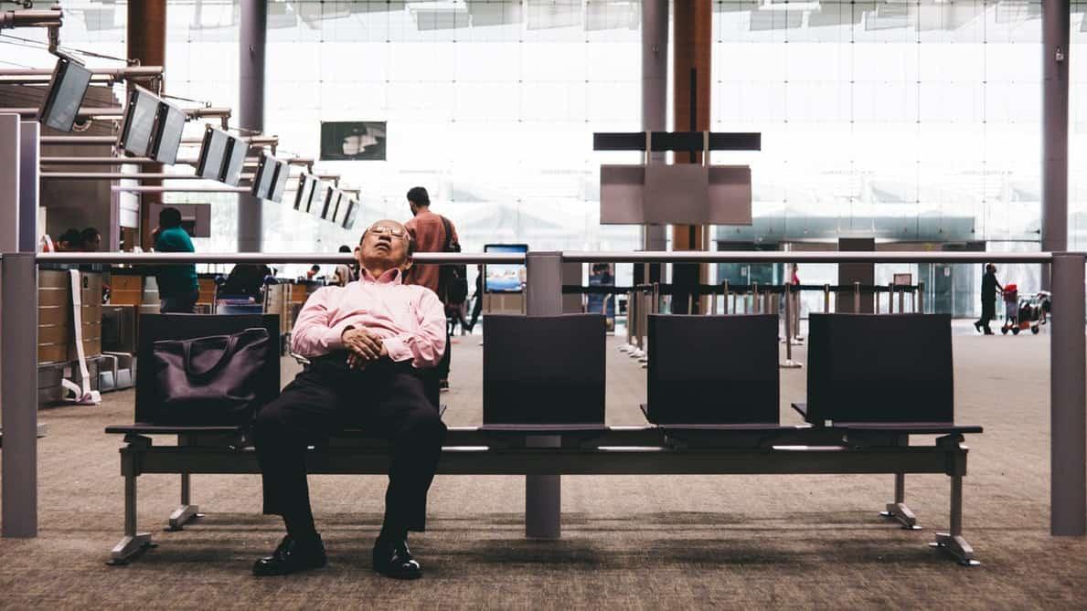 dit moet je nooit doen op een airport. Airport. Powernap. Regels