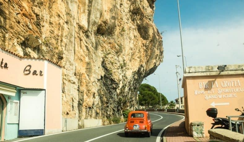 Voor iedereen die deze zomer de auto instapt en naar Zuid-Frankrijk, Spanje of Italië rijdt! Op tolwegen enbenzine kan je weinig besparen, maar op de overnachtingen die je onderweg naar het Zuiden maakt wel! Ben je nog op zoek naarfijneaccommodatietijdens de reis naar het zuiden? Breakzy heeft 10 aanraders voor je onder elkaar gezet! Een overnachting in een hotel, bed & breakfast of gasthuis geeft je de rust die je nodig hebt om er de volgende dag weer tegenaan te kunnen!