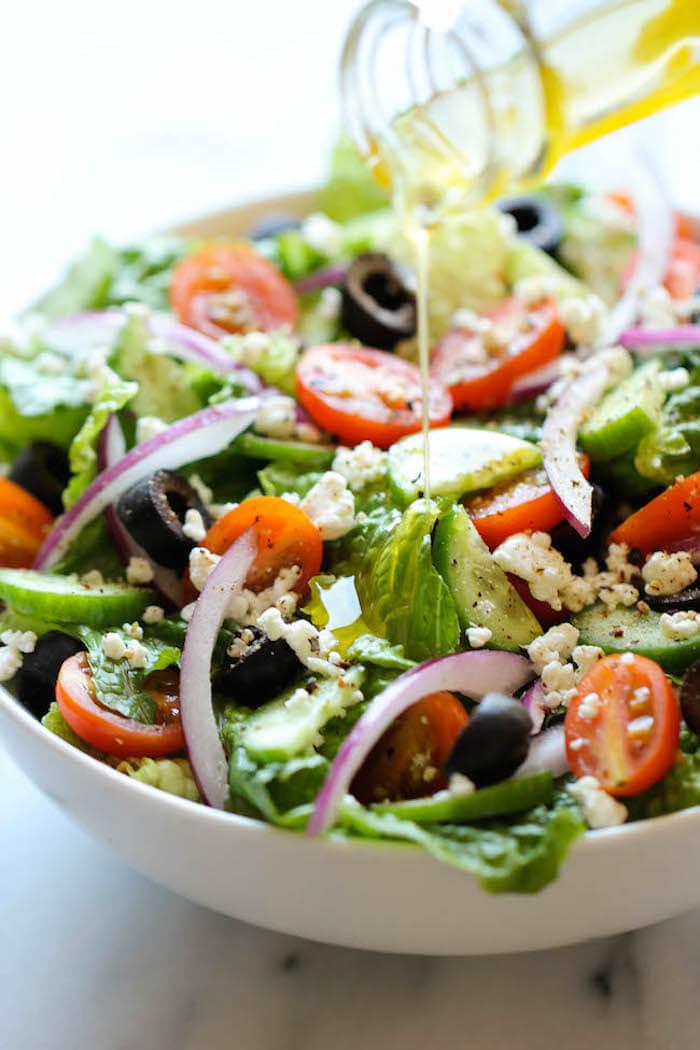 10 x mediterrane recepten. Mediterraanse recepten om thuis te koken. Makkelijke en gezonde maaltijden. Vegetarische recepten. Leef langer door mediterraans te eten. Gezonde recepten. Snelle recepten. Girls Who Magazine. Girls Who Eat. Healthy food. Mediterrane recepten makkelijk griekse salade recept