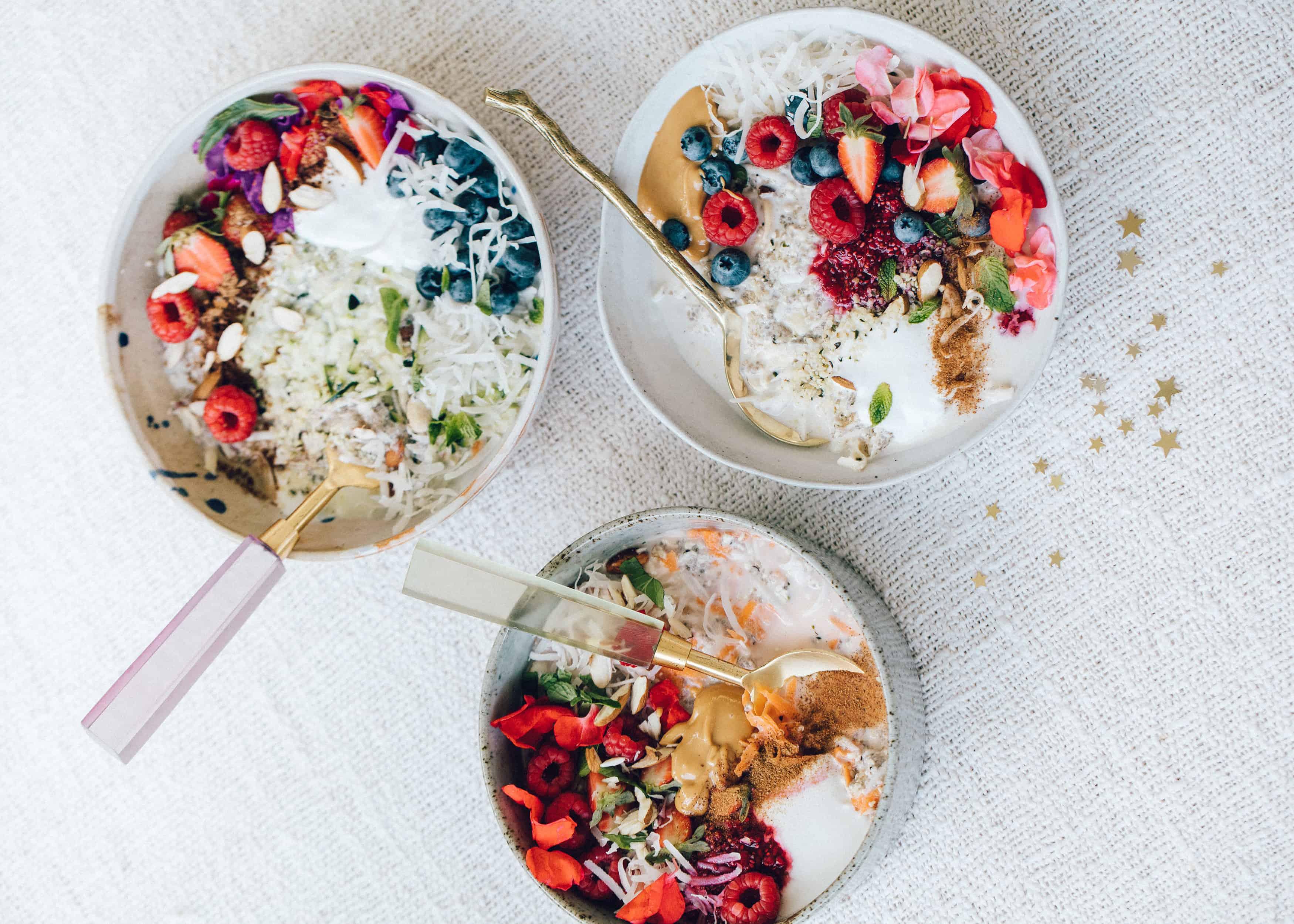Yes, de week is weer begonnen en die willen wij alle gezond doorkomen. Girls Who Magazine helpt je daar graag een handje bij. En hebben daarom 5 heerlijke, gezonde ontbijt bowls onder een rijtje gezet.