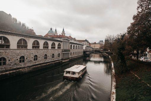 De stad die niemand opnoemt wanneer je een citytrip plant binnen Europa.Het is net zo groot als Maastricht, super schoon, kent alleen maar leuke concepten middenin de stad en je hopt van het ene kleine winkeltje naar het andere. Daarnaast kan de lokale bevolking ook nog eens goed Engels. Wanneer ga jij naar Ljubljana?