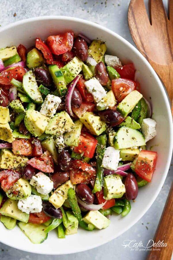 griekse salade recept - Griekse Avocado Salade met Feta en Olijven
