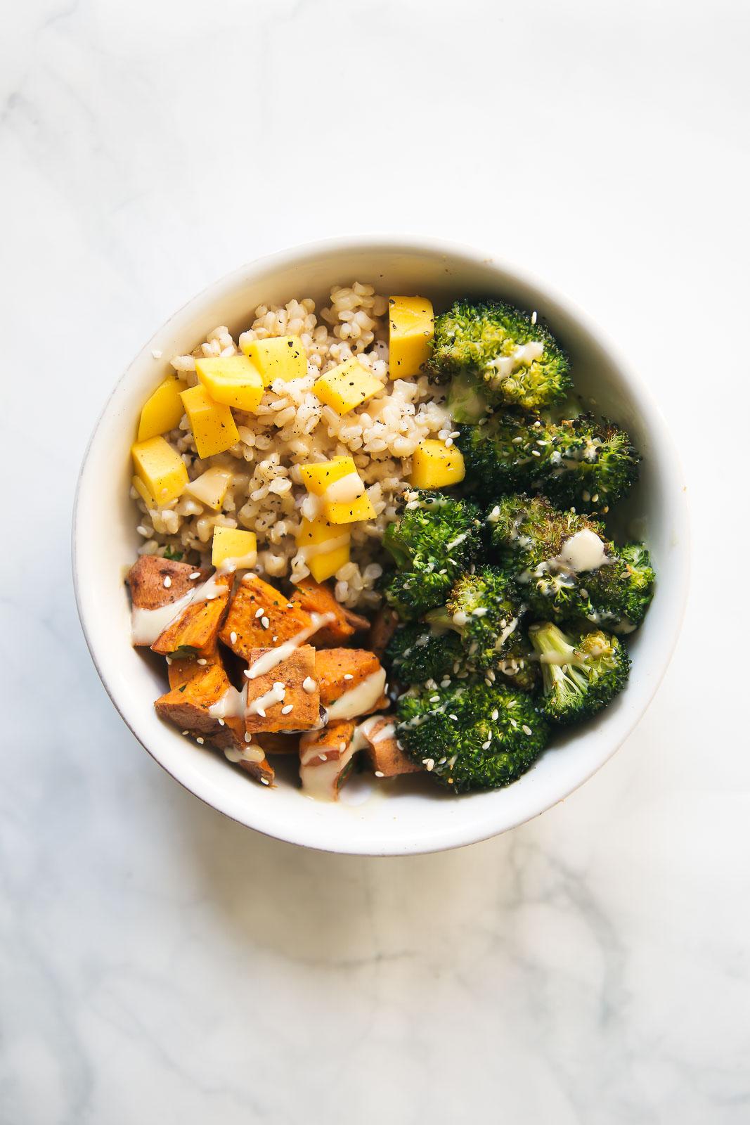 Veganistische Bowl met Zoete Aardappel en Brocolli