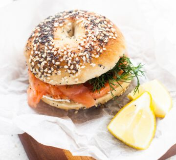 bagel recept - bagel zalm - bagel cream cheese - lekkere bagel toppings - bagel recepten - bagel met zalm - bagel met avocado - bagel met cream cheese - gat in bagel - gezonde bagels