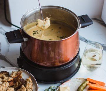 recept kaasfondue - recept kaasfondue met truffel - kaasfondue met truffel - kaasfondue recepten - kaasfondue - kaasfonduen - recept met truffel - winter recept met truffel - fondue recept