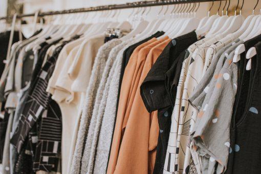 kleding verkopen tips online ijhallen tweedehands winkels kledingruil