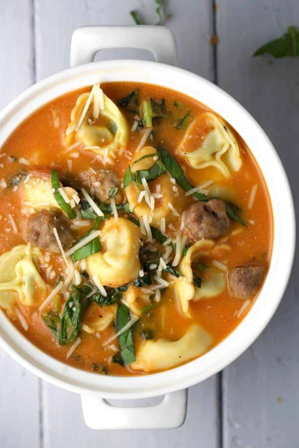 geonde soepen // gezonde soep maken - zelf soep maken - makkelijke soep recepten - thuis soep maken - tomatensoep maken - groente soep maken - winterse soeprecepten - soep basis maken - courgette soep maken - snelle soep maken