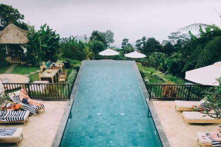 overloopzwembad Bali - hanging gardens of Bali - instagram zwembaden bali - zwembad met uitzicht Bali - Ubud infinity pool