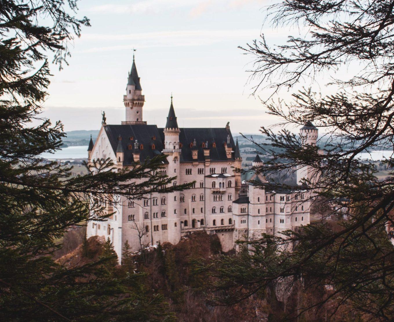Leuke plekjes in Beieren // Beieren bezienswaardigheden // Nymphenburg // Beierse Alpen // Doen in Beieren // leuke plekken in Duitsland // concentratiekamp Dachau // Neuschwanstein