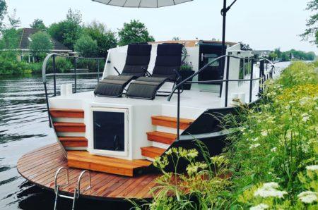 saunaboot bodegraven - saunaboot Groene Hart - aduly only verblijf - De Omega - privé wellness met overnachting - unieke accommodaties - De Omega wellnessboot