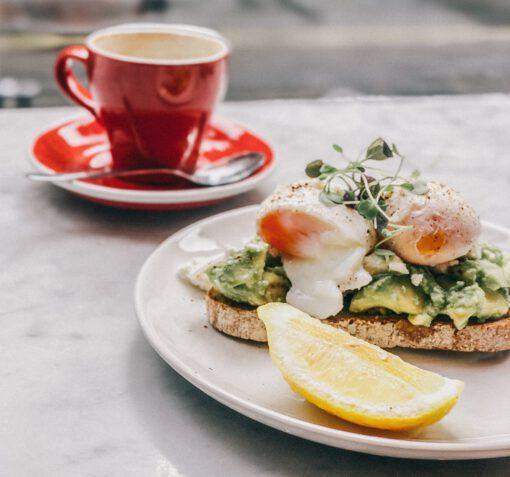 avocado toast - avocado sandwich - avocado ontbijt - lunch - recepten - gerechten - avocado recepten - wereldwijde variaties - wereldwijde gerechten - avocado toast amsterdam - avocado toast variaties