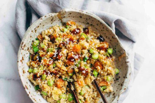 recept gebakken bloemkoolrijst - aziatische recepten - aziatisch eten - recepten met bloemkoolrijst - bloemkoolrijst - groente rijst - gezonde recepten - makkelijke recepten