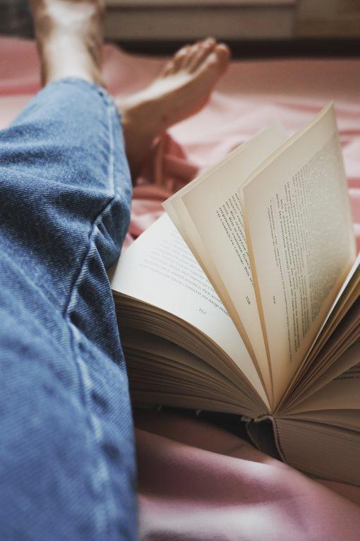 boeken over geluk - boeken over wijsheid - boeken om gelukkiger te worden - tips om gelukkig te zijn - leestips - boeken top 10 - boekentips - girls who read - goede boeken