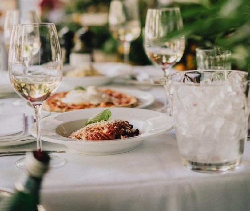 uitgebreid lunchen amsterdam - lunchen amsterdam zuid - lunchen amsterdam centrum - chique lunch amsterdam - terras met tafellinnen amsterdam - gedekte tafeltjes amsterdam - gedekte tafels amsterdam - 3-gangenlunch amsterdam