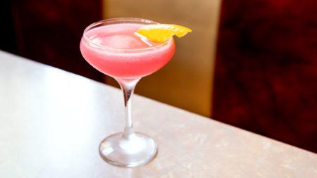 cosmopolitan recept - hoe maak ik een cosmopolitan - cocktail cosmopolitan - cosmopolitan sex in the city - cosmopolitan - cosmopolitan maken