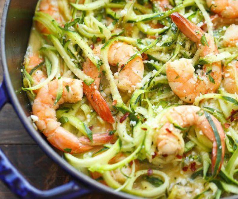 koolhydraat arm - koolhydraat arm recept - gezonde recepten - afvallen recepten - courgette pasta - courgette garnalen pasta - courgetti - courgette spaghetti recept