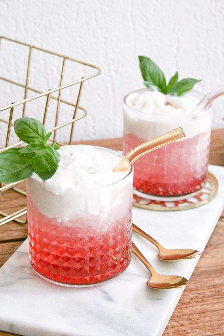 float cocktail recept - zomers aperitief - professor grundschnabel - cocktail met sorbetijs - kokos cocktail - lichte cocktails - zomerse cocktails zonder alcohol