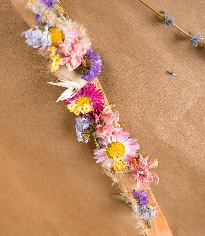 droogbloemen krans maken - bloemen krans maken - hoe maak je een bloemenkrans - bloemenkrans haar - bloemenkrans diy - bloemenkrans hoofd