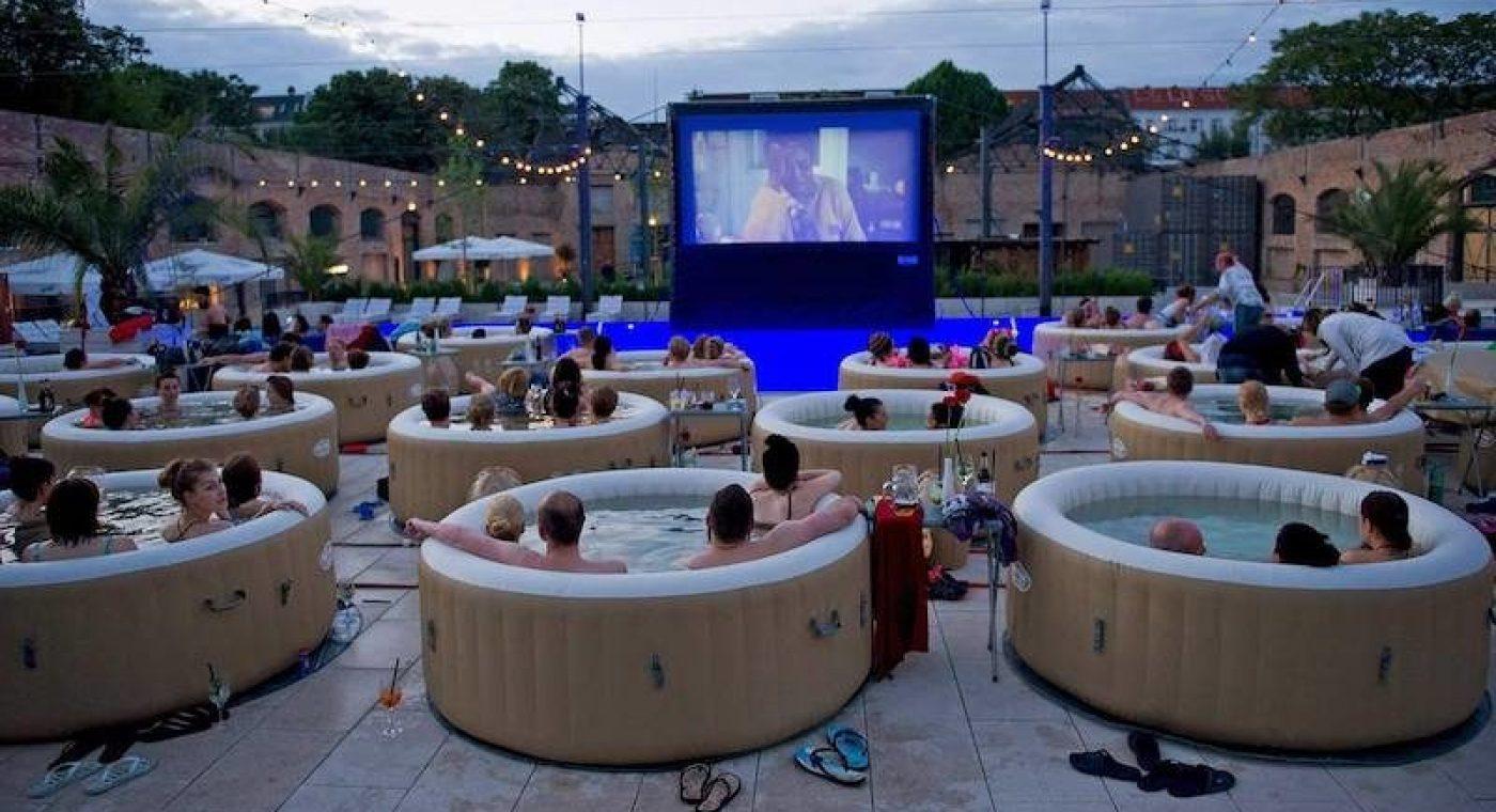 cinema pop up - jacuzzi pop up - amsterdamm city beack - wat te doen in amsterdam deze zomer