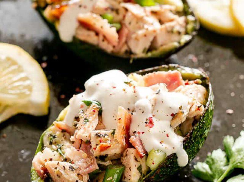 keto recepten - keto dieet - keto gerechten - gevulde avocado - kip recepten - gezonde recepten