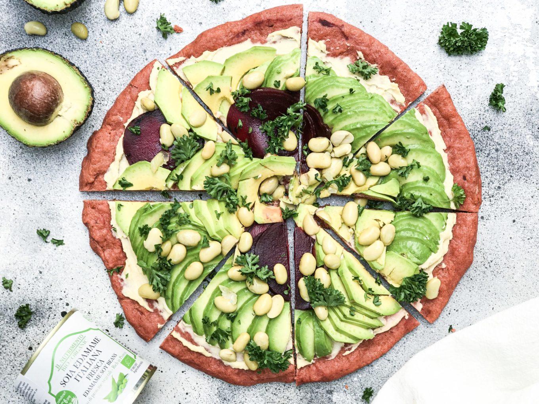 recept gezonde pizza - recept pizza avocado edamame - recept met avocado en edamame - recept gezonde pizza edamame - gezonde pizza met avocado - pizza van rode biet - pizzadeeg rode biet