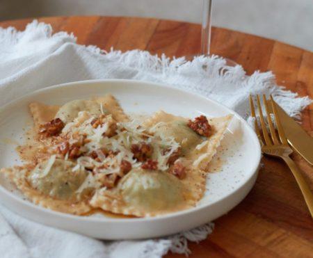 recept ravioli - vegetarische ravioli - ravioli boter walnoot - ravioli boter parmezaanse kaas - ravioli parmezaanse kaas - pasta met parmezaanse kaas