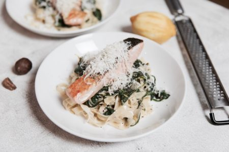 recept zalm tagliatelle - zalm tagliatelle witte wijnsaus - pasta met witte wijnsaus - tagliatelle witte wijnsaus - pasta met zalm - tagliatelle met zalm