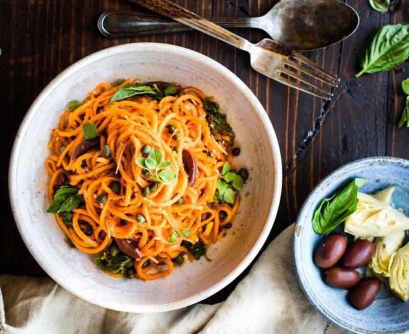 zoete aardappel pasta - zoete aardappel spaghetti - spaghetti van zoete aardappel - vegan pasta - groenten pasta - groenten spaghetti - pasta met tomatensaus - vegan spaghetti recept - vegan recepten - pasta recepten - zoete aardappel recepten - zoete aardappel recept