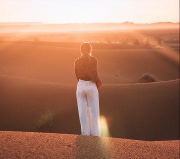 reizen met een doel -wandeling door de woestijn - purpose travel - doelreizen - taalreizen - vrijwilligerswerk in het buitenland - schilderen in franrijk - avontuurlijke reis