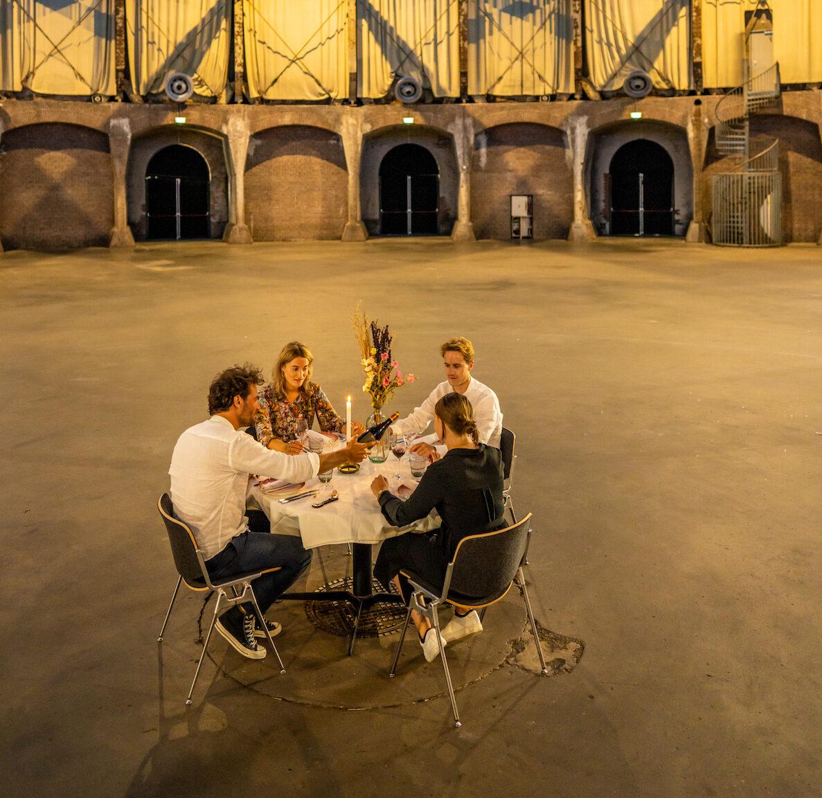 rond de tafel - bijzonder dineren amsterdam - gashouder - sterrenchefs