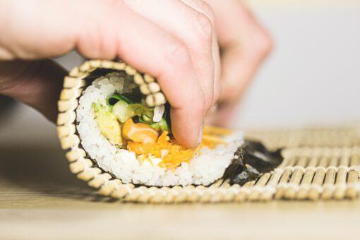 sushi - sushi maken - zelf sushi maken - wat heb je nodig sushi - sushi ingrediënten - sushi boodschappen - sushi rollen - sushi bereiden
