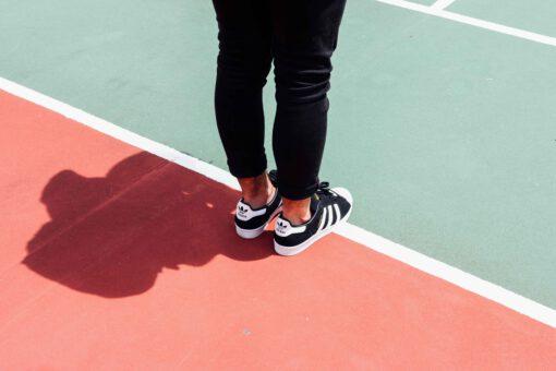 zweetschoenen vermijden - tips zweetschoenen - tips zweetvoeten - zweetvoeten voorkomen - tips tegen stinkende schoenen